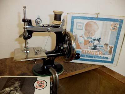 Bügelmaschinen und Nähmaschinen